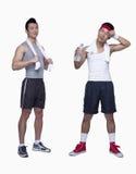 sportowy mężczyzna i treningu beginner męczył, opposite, studio strzał fotografia stock