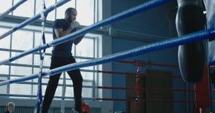 Sportowy mężczyzna szkolenia pudełko na pierścionku zdjęcie wideo