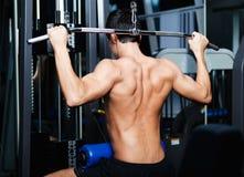 Sportowy na symulancie mężczyzna sportowe pracy Zdjęcia Stock