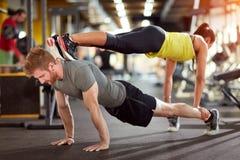 Sportpaar bildet zusammen aus Lizenzfreie Stockbilder