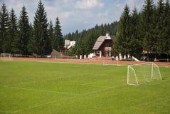 Sportplätze in den Bergen Stockbild