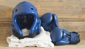 Sports, arts martiaux Équipement de protection pour le combat entièrement… photos stock