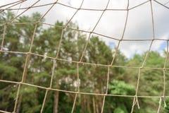 Sports du football prenant le but au filet du football Photos stock