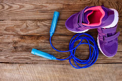 Sports equipment: skipping rope and sneakers Royalty Free Stock Photography