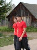 Sports formant des étudiants pour voyager à une réunion dans la région de Kaluga de la Russie photographie stock libre de droits