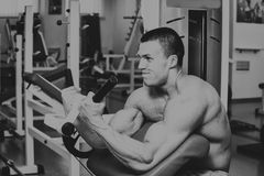 Sports man in the gym Stock Photography
