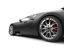 Sportscar красивой современной штейновой черной концепции супер - съемка крупного плана заднего колеса Стоковые Изображения RF