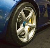 sportscar hjul royaltyfri foto
