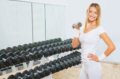 A sportsgirl holding weight Royalty Free Stock Photography