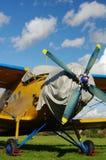 Sportsligt biplanflygplan Royaltyfri Bild