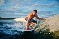 Sportsman surfboarding Royalty Free Stock Photos