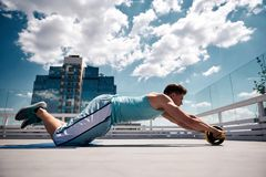 Sportsman is training core in urban atmosphere