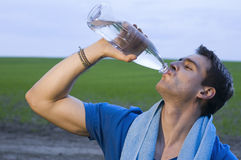 Sportsmann drinking water Royalty Free Stock Photos