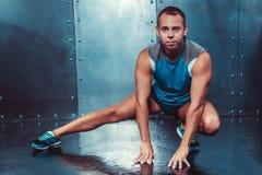 sportsmen poder masculino apto da força do exercício da aptidão do conceito do homem do instrutor imagens de stock
