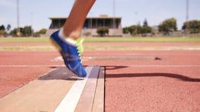 Sportsperson que hace salto de longitud metrajes