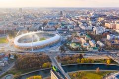 Sportstadion Dinamo som omges av floden och byggnader fotografering för bildbyråer
