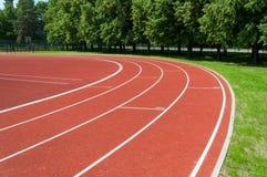 Sportstadion mit Laufbahnen Stockfoto