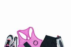 Sportswear com sapatilhas, smartphone, perseguidor da aptidão e garrafa dos esportes fotos de stock