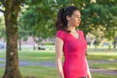 Sportswear Sporty милой женщины нося Стоковое фото RF