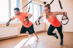 Sportswear streching stażowego pary gym pojęcie zdjęcia royalty free