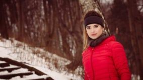 Sportswear vestindo da mulher durante o inverno Imagens de Stock Royalty Free