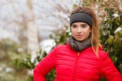 Sportswear vestindo da mulher durante o inverno Fotografia de Stock Royalty Free