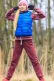 Sportswear vestindo da mulher que exercita fora durante o outono fotos de stock