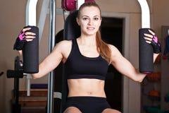 Sportswoman делает ее тренировки Стоковая Фотография RF