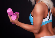 Sportswoman holding weights Royalty Free Stock Photos