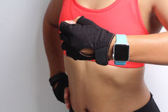 Sportswoman wearing smartwatch device Royalty Free Stock Images