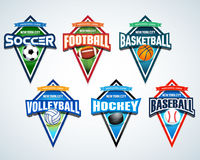 Sportteam-Logoembleme, Ausweis, T-Shirt Kleiderdesignschablonen eingestellt Fußball, amerikanischer Fußball, Basketball, Volleyba Stockfotos
