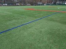 Sportterrein zonder spelers, rode en groene lijnen stock afbeelding