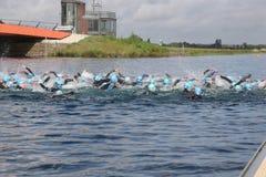 Sporttriatlon het zwemmen Stock Foto's