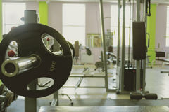 Sportuitrusting in de gymnastiek voor oefening stock afbeeldingen