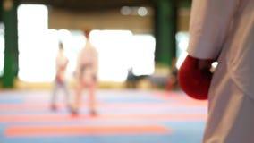 Sportungar - tonåringpojkeidrottsmän för kamp lager videofilmer