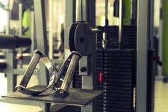 Sportutrustning i idrottshallen för övning fotografering för bildbyråer