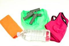 Sportutrustning och en flaska av vatten Royaltyfri Bild