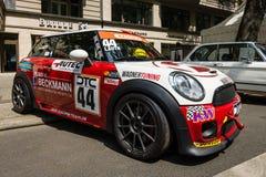 Sportversion av bilen Mini Cooper S - utmaning R56 för kortkort JCW DTC-serie Arkivfoton