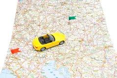 Sportwagen auf Karte Lizenzfreies Stockfoto