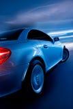 Sportwagen die snel drijft royalty-vrije stock afbeeldingen