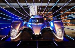 Sportwagen in een showruimte Royalty-vrije Stock Afbeeldingen