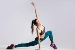 Sporty девушка разрабатывая Стоковые Изображения RF