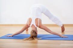 Sporty женщина во время тренировки Стоковые Фотографии RF