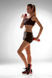 Sporty женщина делая аэробную тренировку Стоковые Фотографии RF