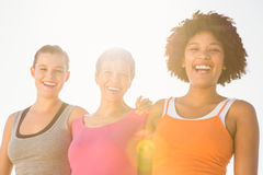 Sporty женщины смеясь над на камере Стоковое Изображение