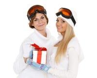 Sporty женщины с подарочной коробкой Стоковые Изображения