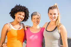 Sporty женщины усмехаясь на камере Стоковая Фотография