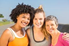 Sporty женщины усмехаясь на камере Стоковая Фотография RF