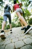 Sporty женщины jogging outdoors Стоковые Фотографии RF