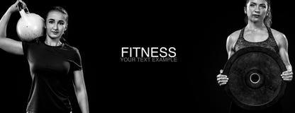 Sporty и подходящие женщины с гантелью работая на черной предпосылке для того чтобы остаться подходящий Мотивировка разминки и фи Стоковая Фотография RF